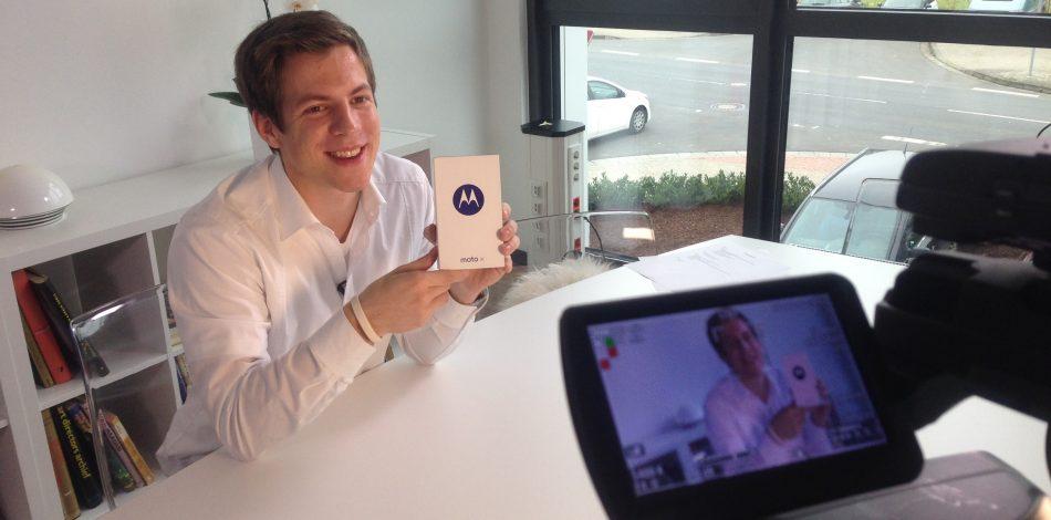 Daniel Schüler hat für 1&1 Smartphones getestet und präsentiert